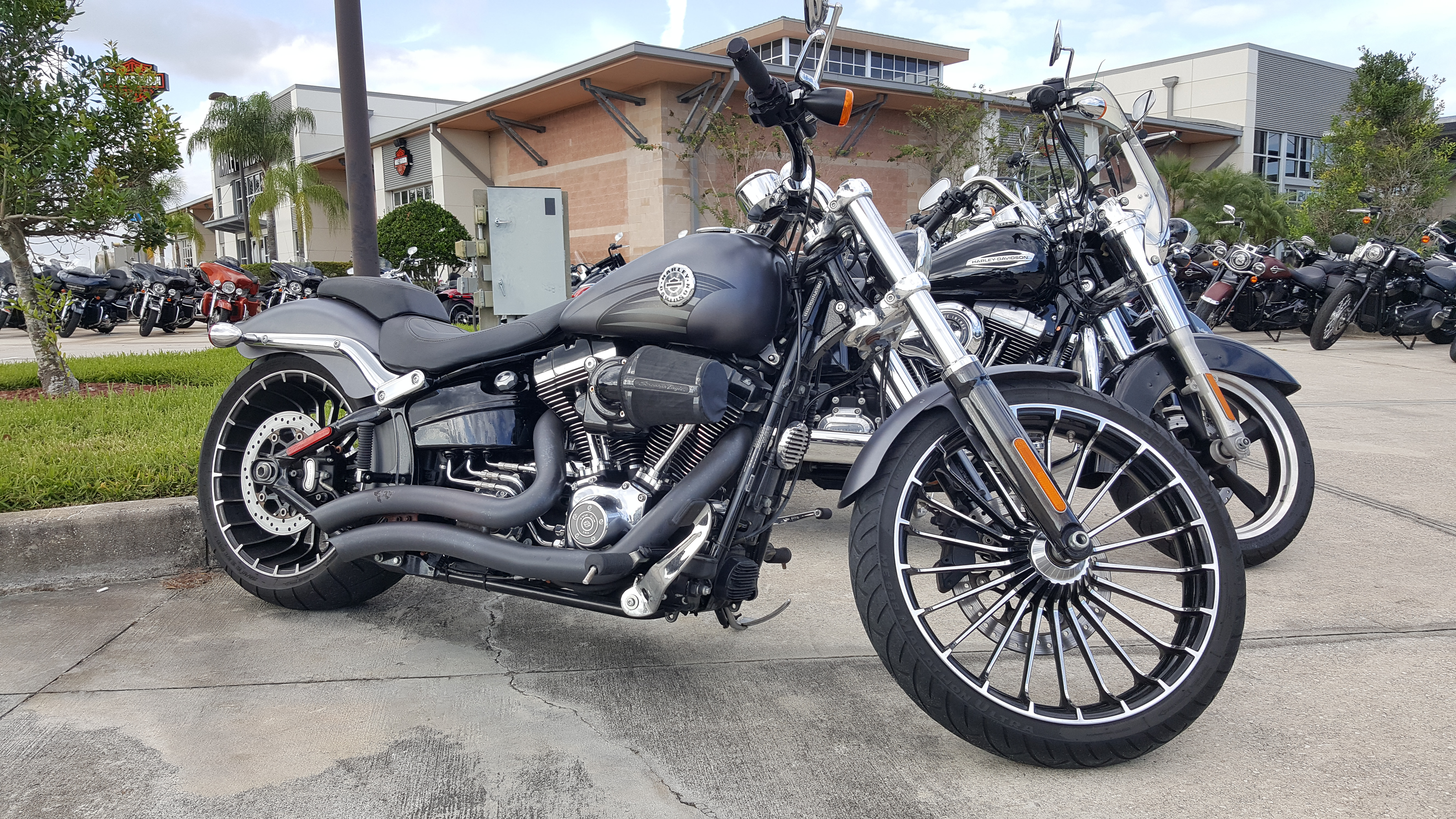 Pre-Owned 2016 Harley-Davidson Breakout