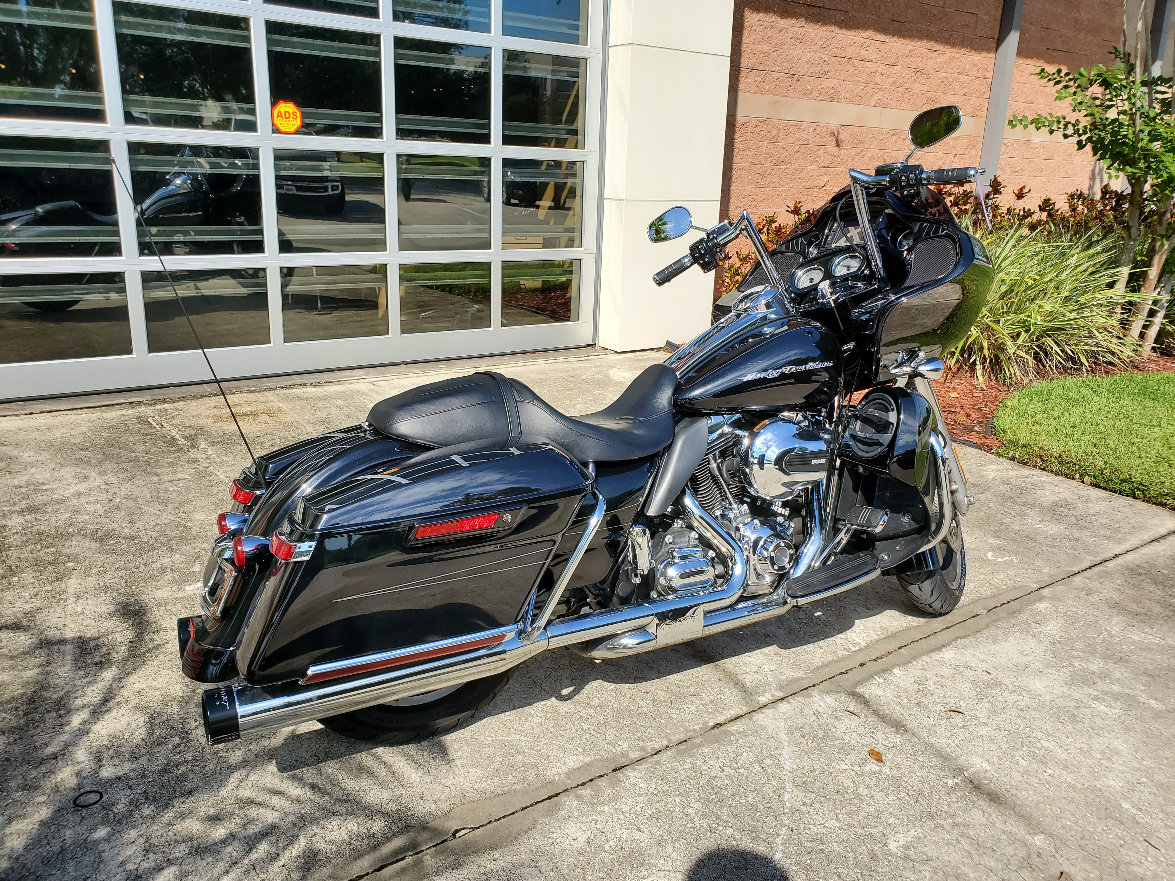 Pre-Owned 2016 Harley-Davidson Road Glide Special