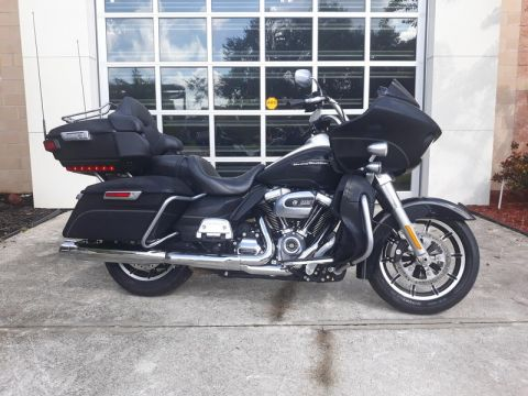 Pre-Owned 2017 Harley-Davidson Road Glide Ultra